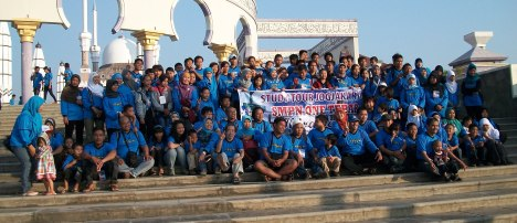 Keluarga Besar SMPN 1 Tebar Karawang Foto Bersama Di Mesjid Agung Jawa Tengah ,Semarang